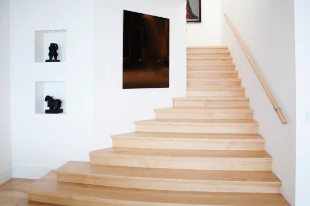 Modern staircase and wall art:スマホ壁紙(壁紙.com)