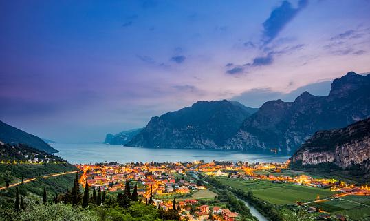 European Alps「Nago-Torbole and Lake Garda at sunset」:スマホ壁紙(11)