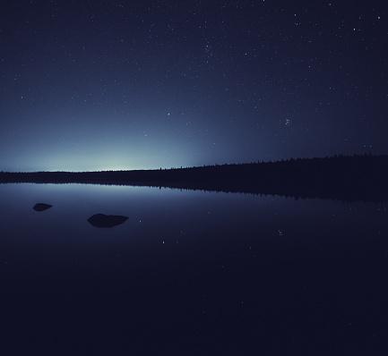星空「、遠くの街の輝き」:スマホ壁紙(3)