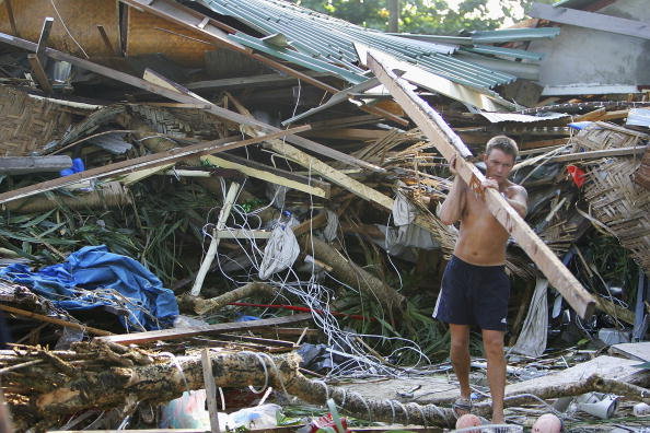 2004 Indian Ocean Earthquake and Tsunami「Search And Recovery Efforts Continue After Tsunamis Leave Thousands Dead」:写真・画像(7)[壁紙.com]