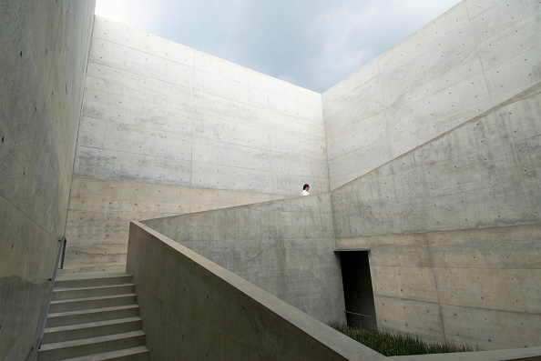 Architecture「ChiChu Art Museum on Naoshima Island in Japan designed by Tadao Ando」:写真・画像(1)[壁紙.com]