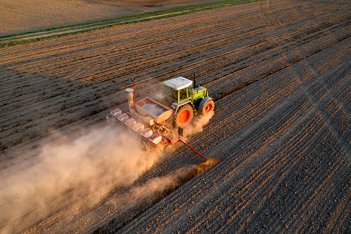 Extreme Weather「Tractor Seeding Wheat, Aerial View」:スマホ壁紙(17)