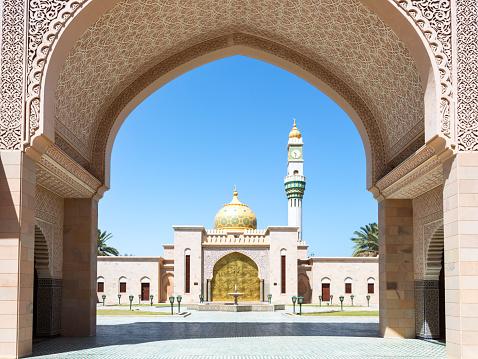 Islam「Asma Bint Alawi Mosque through arch, Muscat, Oman」:スマホ壁紙(15)