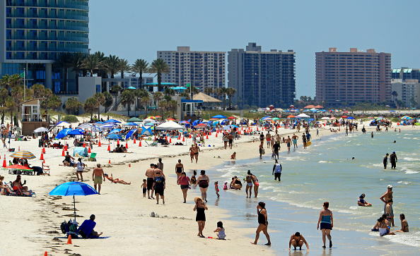 Beach「Coronavirus Pandemic Causes Climate Of Anxiety And Changing Routines In America」:写真・画像(10)[壁紙.com]