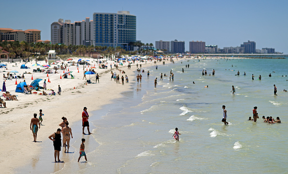 Beach「Coronavirus Pandemic Causes Climate Of Anxiety And Changing Routines In America」:写真・画像(3)[壁紙.com]