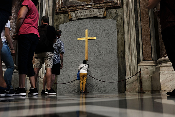St「Catholic Church Faces Growing Crises Over Clerical Sex Abuse」:写真・画像(9)[壁紙.com]