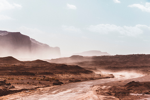 岩「USA, Utah, Monument Valley during a sand storm」:スマホ壁紙(12)