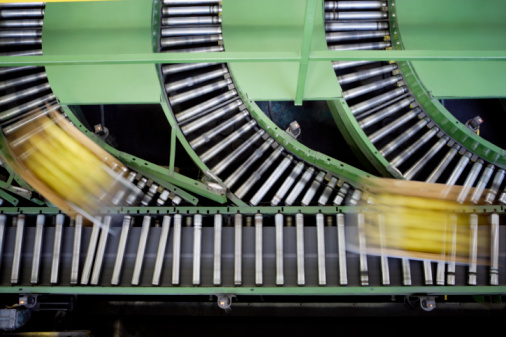 Part of a Series「Boxes on conveyor belt, elevated view」:スマホ壁紙(12)
