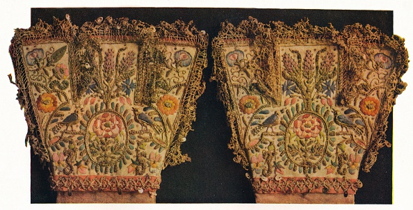 Black Background「'Gauntlets of a pair of gloves, believed to have belonged to Prince Rupert', c17th century Artist: Unknown.」:写真・画像(4)[壁紙.com]