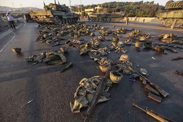 服装「At Least 90 Killed in Attempted Military Coup in Turkey」:写真・画像(13)[壁紙.com]