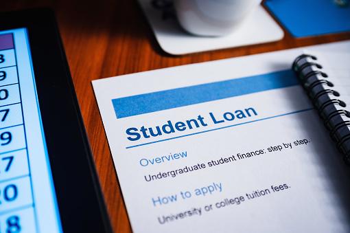 University Student「Student Loan Document.Desk top scene.」:スマホ壁紙(16)