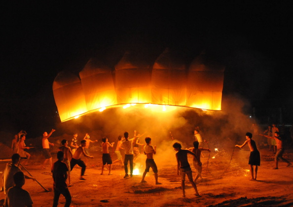 Hainan Island「Connected Flying Lanterns In Qionghai」:写真・画像(8)[壁紙.com]
