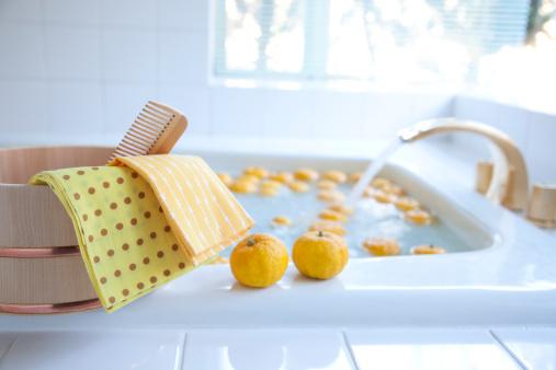 Japan「Yuzu Citrus Fruits in Bath」:スマホ壁紙(0)