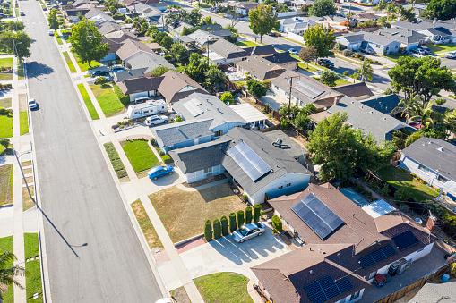 Solar Energy「Aerial Neighborhood with Solar Panels」:スマホ壁紙(14)