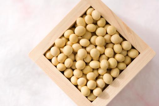 Masu「Masu filled with soya beans, close-up」:スマホ壁紙(2)