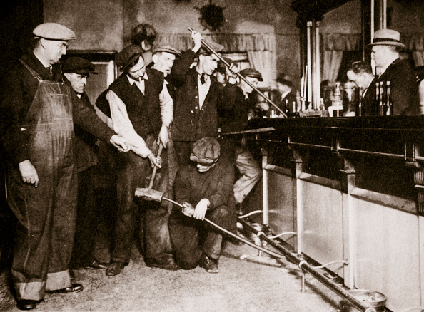 Law「A Bar In Camden New Jersey Being Forcibly Dismantled By Dry Agents USA 1920s」:写真・画像(11)[壁紙.com]