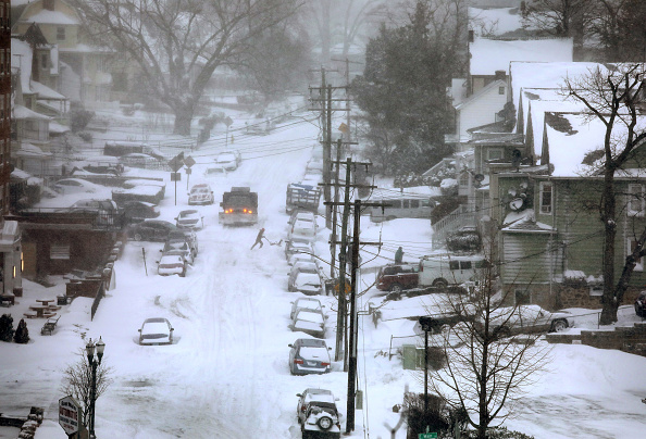 Snow「Massive Winter Storm Brings Snow And Heavy Winds Across Large Swath Of Eastern Seaboard」:写真・画像(2)[壁紙.com]