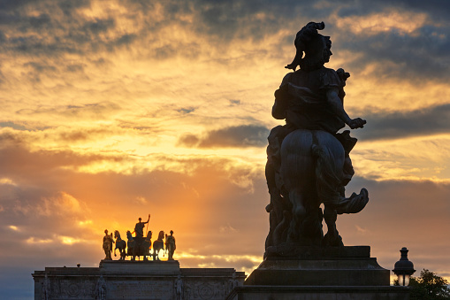 Louis XIV Of France「The sun sets behind Arc de Triomph du Carrousel.」:スマホ壁紙(3)