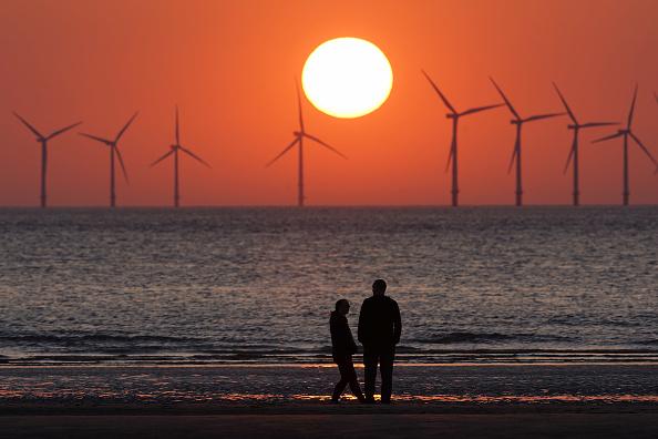 ビジネスと経済「Sunset at Burbo Bank Windfarm」:写真・画像(6)[壁紙.com]