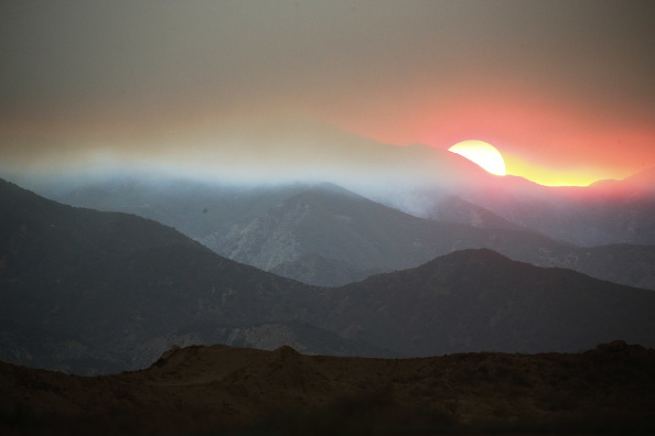 Smoke - Physical Structure「Holy Fire Continues To Burn In Cleveland National Forest Near Los Angeles」:写真・画像(4)[壁紙.com]