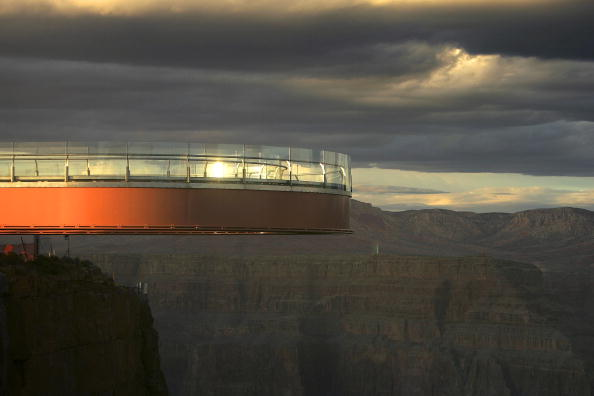 "Arizona「Grand Canyon's New ""Skywalk"" Opens With Grand Ceremony」:写真・画像(18)[壁紙.com]"