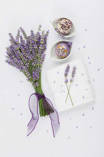 薔薇「Wellness items, Lavender bouquet, Lavender-Calendula Soap ball in bowl, Lavender-Rose-Petal-Soap ball in bowl, white towel」:スマホ壁紙(4)