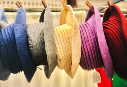 Choosing「Hats on display at Greenwich Market stall London」:スマホ壁紙(8)