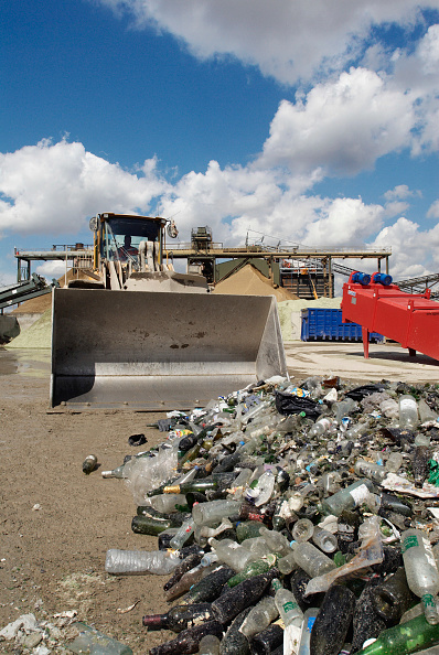 Recycling「Glass recycling at Day Aggregates, a construction materials and recycling plant, Greenwich, South-East London, UK」:写真・画像(16)[壁紙.com]