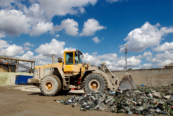 Recycling「Glass recycling at Day Aggregates, a construction materials and recycling plant, Greenwich, South-East London, UK」:写真・画像(15)[壁紙.com]
