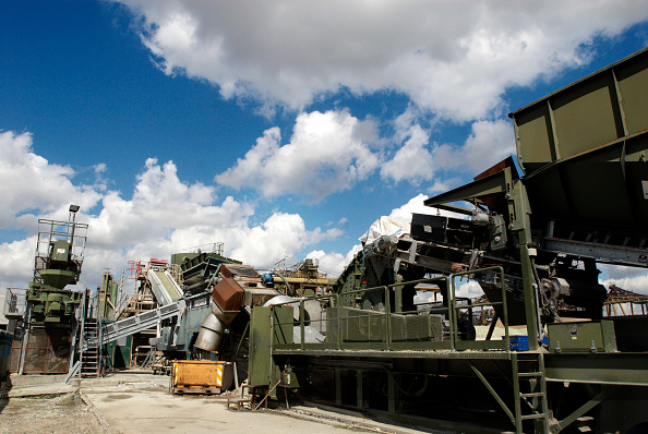Construction Material「Glass recycling machine at Day Aggregates, a construction materials and recycling plant, Greenwich, South-East London, UK」:写真・画像(15)[壁紙.com]