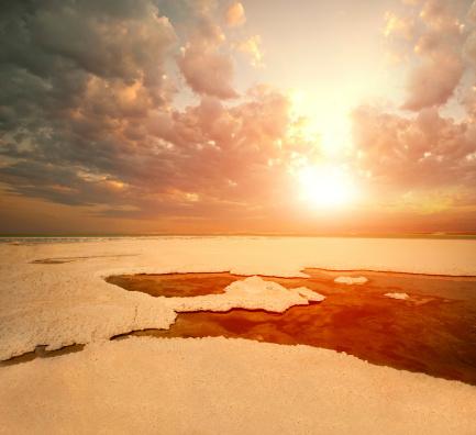 カレンダー「Martian view on the Dead sea with salt」:スマホ壁紙(2)