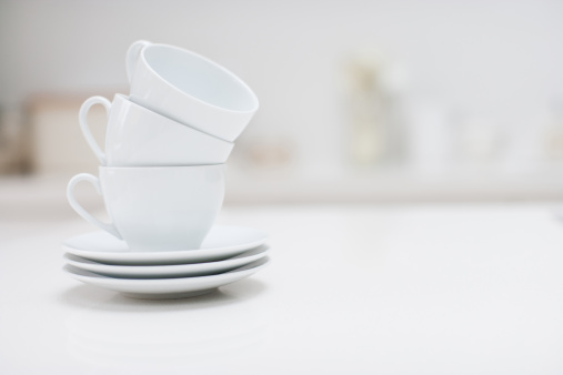 Leaning「Stack of coffee cups 」:スマホ壁紙(14)