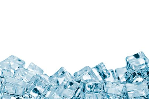積み上げる「氷キューブ」:スマホ壁紙(7)