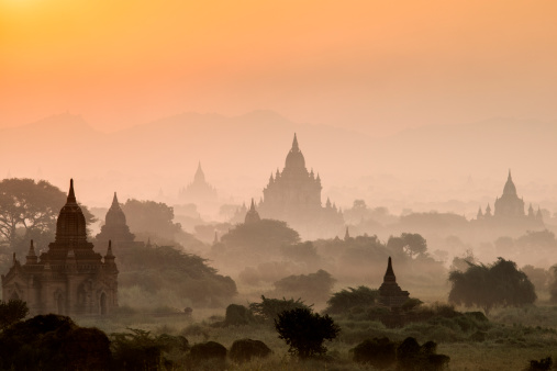 Religion「Bagan, ancient temples in mist at sunrise」:スマホ壁紙(8)