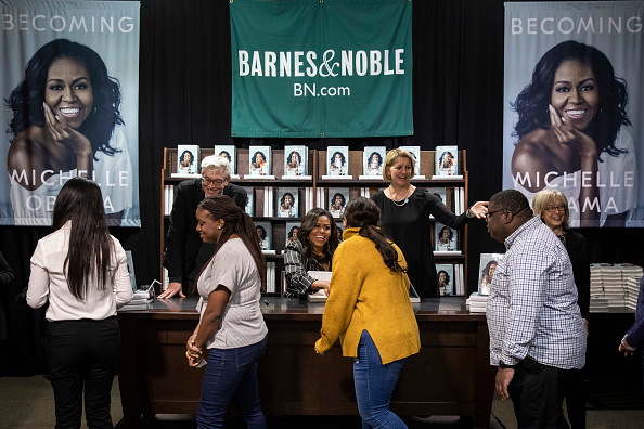 Signing Event「Michelle Obama Promotes Her New Book In New York City」:写真・画像(16)[壁紙.com]