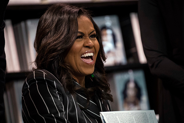 Book Signing「Michelle Obama Promotes Her New Book In New York City」:写真・画像(12)[壁紙.com]