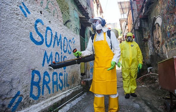 Brazil「Sanitary Agents from the The City Council of Niteroi Sanitize Favela Vila Ipiranga Due to the Coronavirus (COVID -19) Pandemic」:写真・画像(4)[壁紙.com]