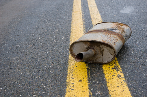 Unhygienic「Old rusted muffler laying in the center of the road」:スマホ壁紙(9)