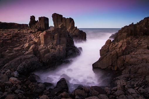 Basalt「Motion blurred dreamy waves breaking on dramatic coastal basalt columns rock formations at sunset at the disused Bombo Quarry site on Bombo Headland south of Sydney near Kiama, NSW, Australia」:スマホ壁紙(6)