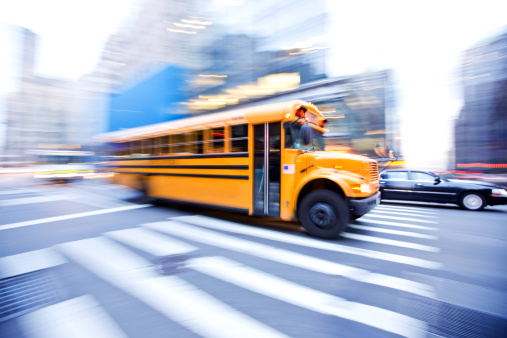 Avenue「Motion Blur of School Bus in City」:スマホ壁紙(19)