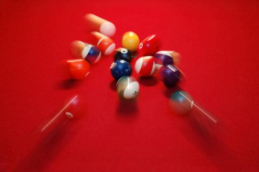 Taking a Shot - Sport「Motion Blur of Pool Balls Scattering on Red Table」:スマホ壁紙(0)