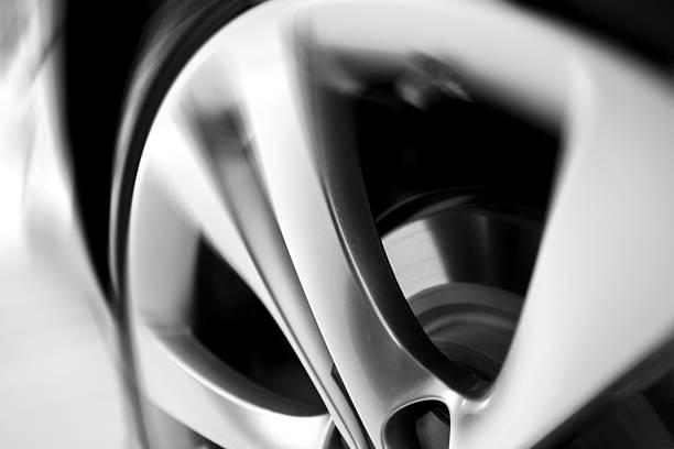 motion blurred car wheel:スマホ壁紙(壁紙.com)