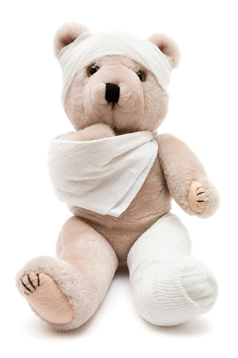 Stuffed Animals「Beige teddy bear wrapped in bandages and a cast」:スマホ壁紙(4)