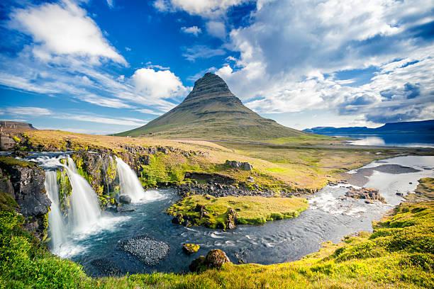 Kirkjufell, Iceland:スマホ壁紙(壁紙.com)