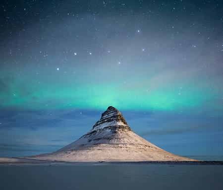 Fantasy「Kirkjufell mountain in the winter in Iceland」:スマホ壁紙(8)