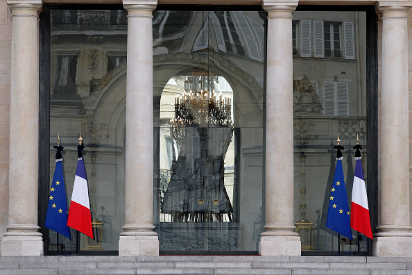 France「Significant Death Toll Feared In Paris Terror Attacks」:写真・画像(2)[壁紙.com]