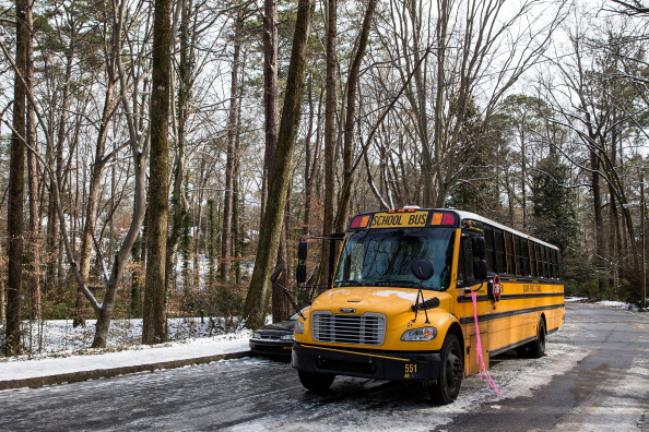 School Bus「Rare Winter Storm In South Brings Ice And Snow To Region Unaccustomed To The Elements」:写真・画像(5)[壁紙.com]