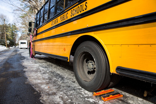 School Bus「Rare Winter Storm In South Brings Ice And Snow To Region Unaccustomed To The Elements」:写真・画像(12)[壁紙.com]