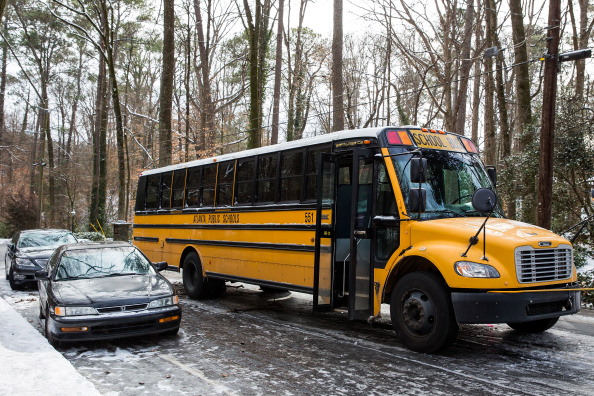 School Bus「Rare Winter Storm In South Brings Ice And Snow To Region Unaccustomed To The Elements」:写真・画像(4)[壁紙.com]