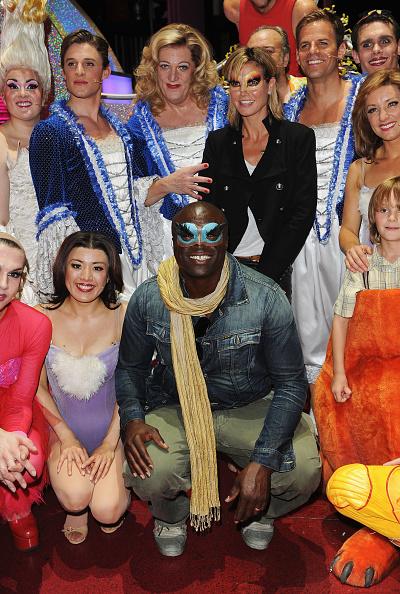 Ian Gavan「Seal And Heidi Klum Meet Cast Of Priscilla Backstage At Palace Theatre」:写真・画像(5)[壁紙.com]